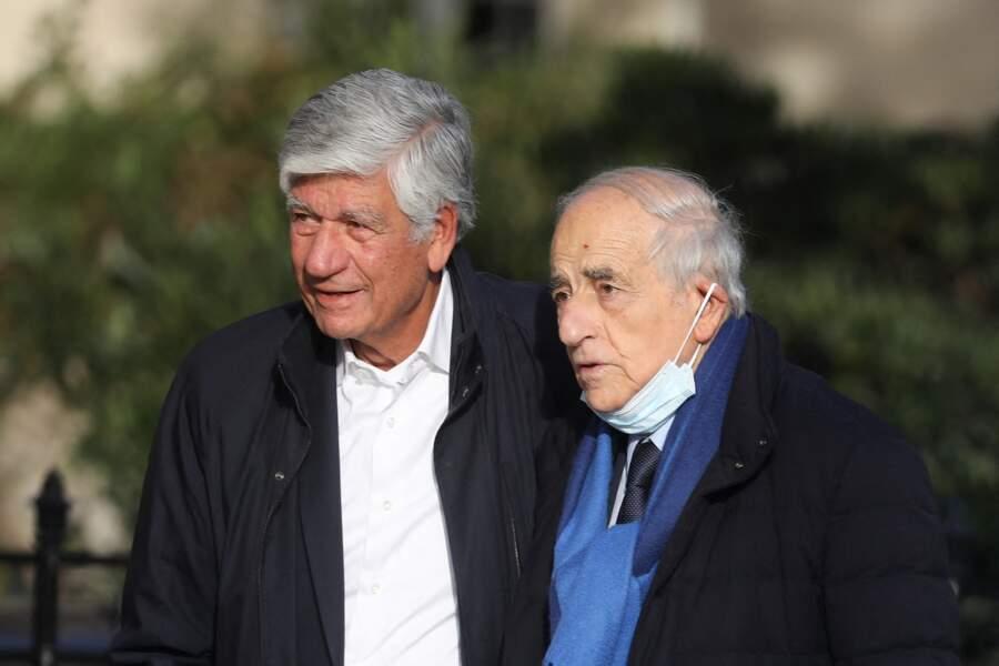 Maurice Lévy et Jean-Pierre Elkabbach arrivent ensemble à  l'église Saint-François-Xavier à Paris pour assister aux obsèques d'Etienne Mougeotte, ce 13 octobre 2021