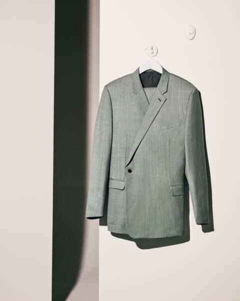 Costume croisé, proportions augmentée, une nouvelle facette du tailoring signée Kim Jones et incarnée par Pierre Casiraghi