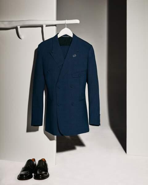 Revers et cols plus larges pour la ligne tailoring revisitée par Kim Jones et incarnée par Pierre Casiraghi