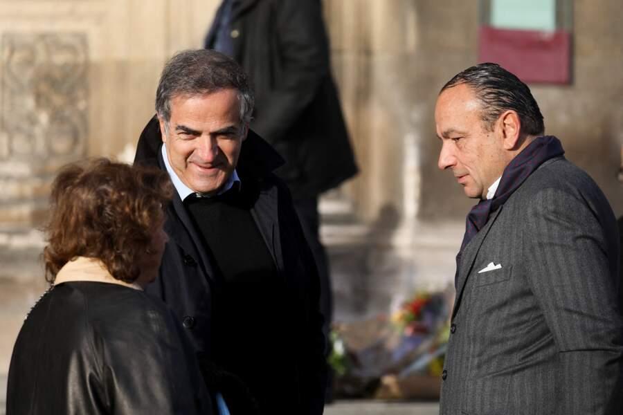 Christopher Baldelli et un invité arrivent aux obsèques d'Etienne Mougeotte en l'église Saint-François-Xavier à Paris, ce 13 octobre 2021
