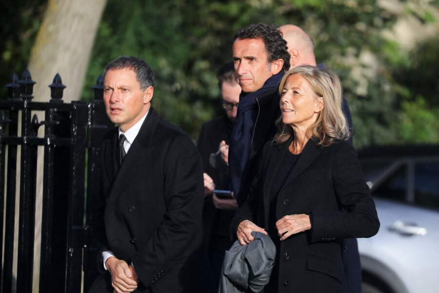 Le trio Marc-Olivier Fogiel, Alexandre Bompard et Claire Chazal arrivent aux obsèques d'Etienne Mougeotte en l'église Saint-François-Xavier à Paris, le 13 octobre 2021