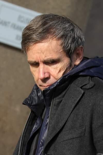Le journaliste David Pujadas discret aux obsèques d'Etienne Mougeotte en l'église Saint-François-Xavier à Paris, ce 13 octobre 2021