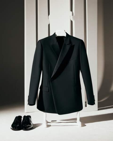Costume Dior classique à simple boutonnage et à épaule structurée, la ligne tailoring Dior Men incarnée par Pierre Casiraghi